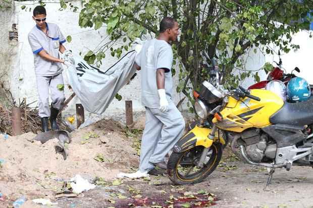 Explosão de cilindros de gás deixa quatro homens feridos em frente ao Horto de Dois Irmãos. Foto: Helder Tavares/DP/D.A Press