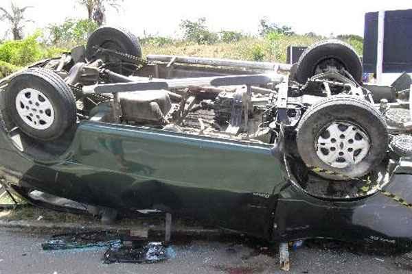 Ve�culos colidiram quando o Ecosport entrava no trevo que d� acesso � estrada para o munic�pio de Correntes e foi atingido na lateral pela besta Kia. Foto: PRF/Divulga��o