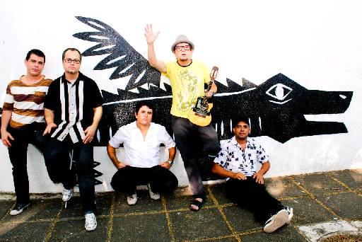 Na festa Apocalypse Now a banda Mundo Livre S/A apresenta seu mais recente disco Novas Lendas da Etnia Toshi Babaa. Foto: Mundo Livre S.A/Divulgacao