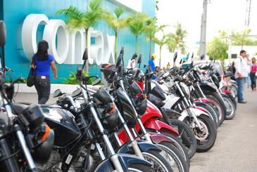 Os curr�culos podem ser entregues pessoalmente nas unidades da Contax no Recife ou cadastrados por email ( Blenda Souto Maior/DP/D.A Press)