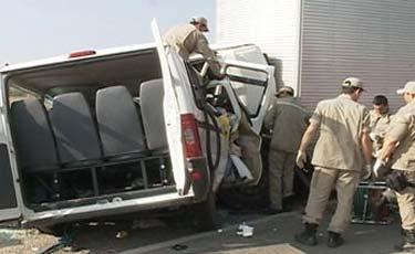 Acidente deixa 11 mortos e quatro feridos em Parnamirim. Caminhão colidiu de frente com um microônibus. Foto: V&C Artigos e Notícias/Divulgação