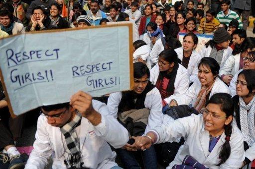 Manifestantes em Nova Délhi pedem segurança para as mulheres. Foto: AFP Photo/Sajjad Hussain