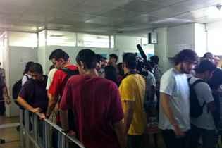 Estudantes aguardam reajuste das passagens no Grande Recife. Foto: Glynner Brandão/DP/D.A Press