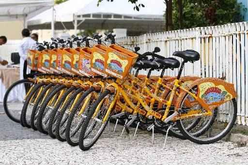 Projeto foi iniciado com 100 bicicletas, que poderão ser alugadas a R$ 10 por mês. Foto: Ricardo Fernandes/DP/D.A Press