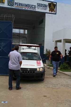 Movimentação de ambulâncias começou por volta das 11h para retirada dos feridos no tumulto.  (Annaclarice Almeida/DP/D.A Press)
