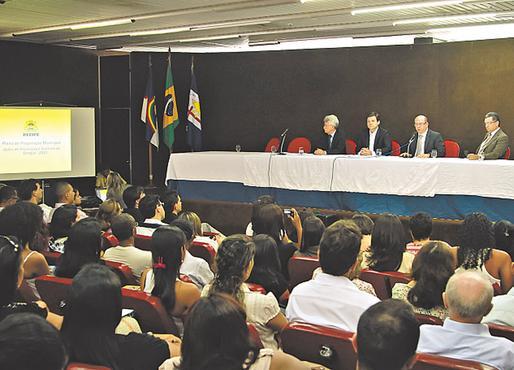 Geraldo Julio já criou 1.317 novas funções para substituir os que estão saindo. Foto: Bernardo Dantas/DP/D.A. Press