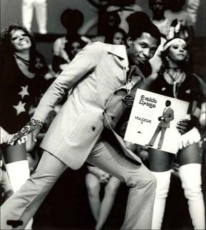 O cantor Evaldo Braga em uma de suas participa��es no programa do Chacrinha: carreira mete�rica e apenas dois discos gravados. Cr�dito: O Cruzeiro/Arquivo