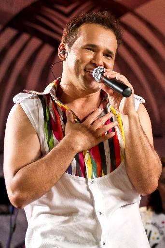 Almir Rouche divide palco com convidados como China , Emílio Santiago, Lia Sophia e Cezzinha. Foto: Flavio Alves/Divulgacao