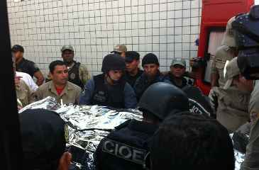 Bombeiros levaram homem para hospital psiquiátrico. Foto: Raphael Guerra/DP/D.A Press