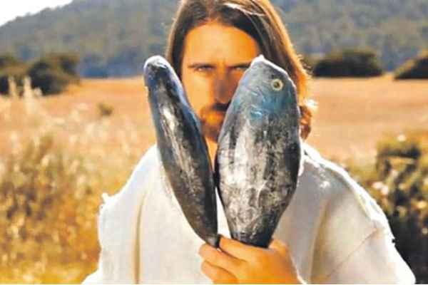 Peixe é arma secreta de Jesus para destruir os zumbis. Foto:YouTube/ Reprodução da internet.