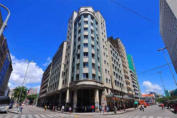 Edifício Santo Albino, onde a instituição funciona em uma sala emprestada, foi comprada por grupo educacional. (Foto: Julio Jacobina/DP/D.A Press)