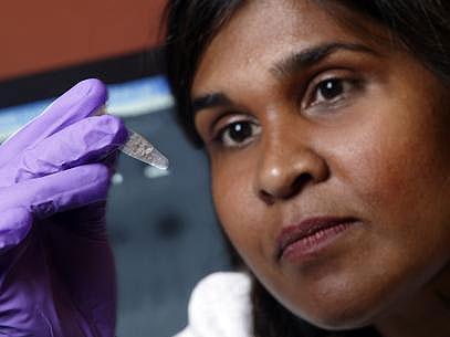 A médica Deborah Persaud, virologista da Universidade Johns Hopkins, em Baltimore, apresentou a descoberta em conferência em Atlanta (Foto: Johns Hopkins Childrens's Center/Divulgação)