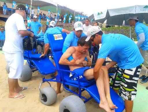 Cadeira de rodas anfíbia facilitará banho de mar para deficientes. Foto: Juliana Cavalcanti/DP/D.A. Press