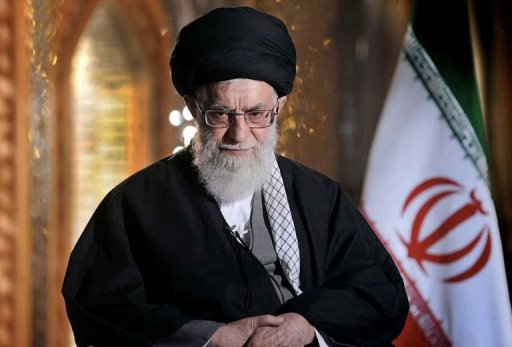 O líder supremo iraniano, Ali Khamenei, afirmou que não se sente otimista, mas, pela primeira vez, declarou que não se opõe a dialogar com os Estados Unidos sobre a polêmica questão nuclear de seu país. Foto: AFP Photo
