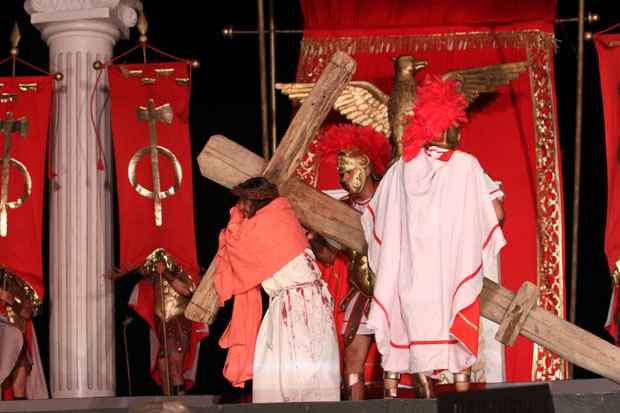 A pe�a, que mostrou durante quase duas horas passagens da vida, morte e ressurrei��o de Cristo � assinada pelo diretor Jos� Pimentel. Foto: Nando Chiappetta/DP/D.A Press