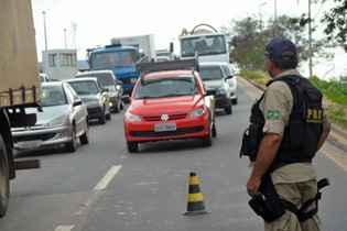 PRF começa hoje a Operação Semana Santa com 10 mil policiais nas rodovias. Foto: Neidson Moreira/OIMP/D.A Press/Arquivo