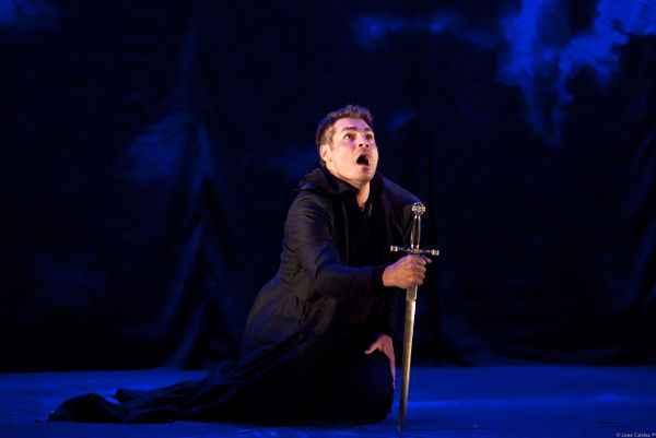 Thiago Lacerda é Hamlet em espetáculo dirigido por Ron Daniels. Foto: João Caldas/Divulgação