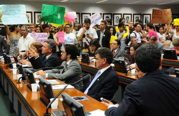 Presença de manifestantes é aguadarda durante a votação do projeto na Comissão de Direitos Humanos da Câmara Federal. Foto: Monique Renne/CB/D.A Press (Monique Renne/CB/D.A Press)