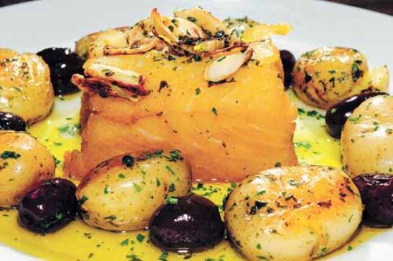 O bacalhau a lagareiro � um dos pratos que teve a vers�o reduzida no restaurante Oliver. Antes, a combina��o, mesmo equilibrada, acabava