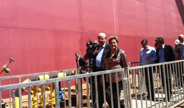 Presidente Dilma Rousseff finaliza visita às instalações do navio Zumbi dos Palmares (Juliana Cavalcanti/DP/DA Press)