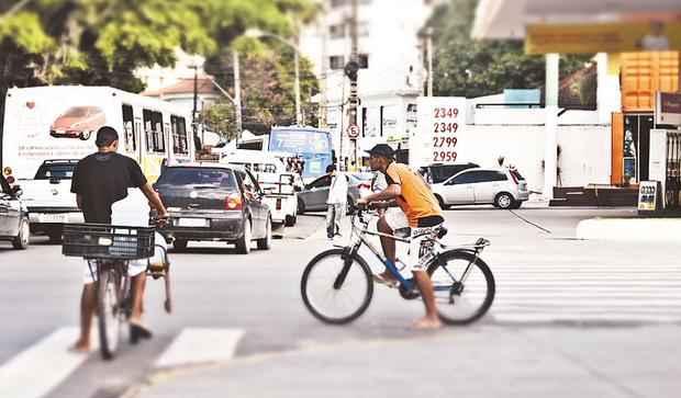 Rua Amélia com Avenida Rui Barbosa, no bairro das Graças: 1.431 ciclistas no período analisado. Crédito: Arthur de Souza/Esp DP/DA Press