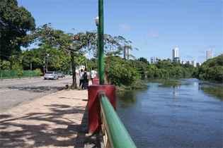 O projeto de navegabilidade prevê a construção de sete estações fluviais entre a BR-101 e as proximidades do Shopping Tacaruna, devendo funcionar em 2014. Foto: Tania Passos/DP/D.A Press/Arquivo