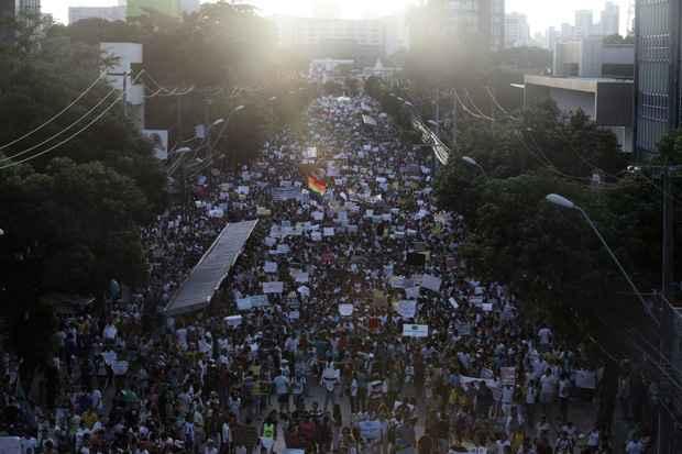 A Conde da Boa Vista tomada pela multidão. Foto: Teresa Maia/DP/D.A Press
