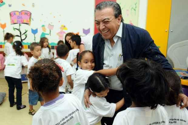 Pelo compromisso com as crianças, ele  visita salas de aula pelo país. Nas conversas, capta dos pequenos estudantes as histórias e o futuro da turma. Foto: Monique Renne/CB/D.A Press.