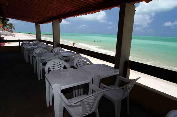 Varanda do restaurante Via Mar, em Ponta de Pedras. Foto: Annaclarice Almeida/DP/D.A Press