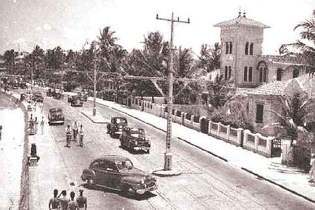 Foto: Edifício Castelinho, na Avenida Boa Viagem (Reprodução da Internet)