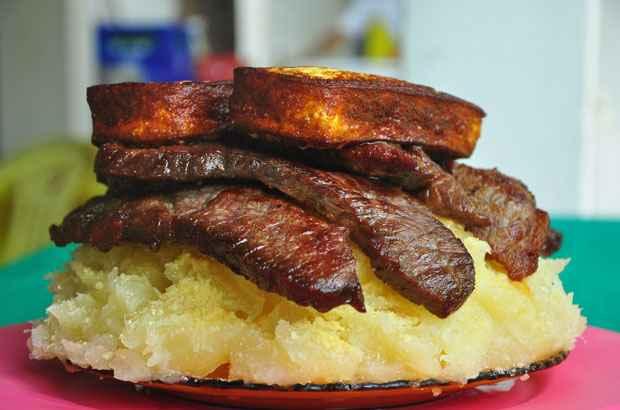 Macaxeira cozida, carne de sol e queijo coalho frito na Casa de Nova. Foto: Maria Eduarda Bione/Esp. DP/D.A Press