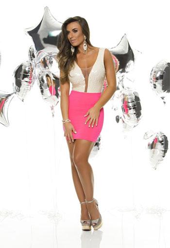 cdfc0bf87 Nicole Bahls posa sexy para grife de roupas