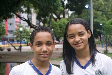 Os irmãos Hernes Teixeira, 12 e Sarah Teixeira, 14 prepararam homenagem para seu pai. (Gabriel Catunda/divulgação DP/ D.A.Press)