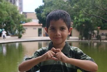 Vítor Felipe encontrou um novo lar nos braços do seu tio (Gabriel Catunda/divulgação DP/ D.A.Press)