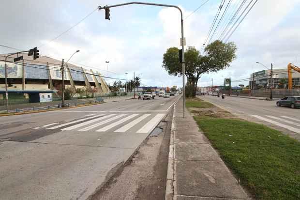 Este ano, a Avenida Mascarenhas de Moraes, na Imbiribeira, dever� ser o novo endere�o da festividade. Foto: Edvaldo Rodrigues/DP/D.A Press