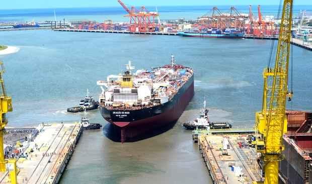 Suezmax Dragão do Mar deixou dique seco do estaleiro para entrar na fase de acabamento (Deborah Ghelman/Divulgação )