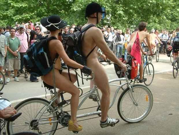 Ativistas vão pedalar sem roupas no centro da cidade. Foto: Facebook/Reprodução