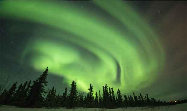 A aurora boreal, um fen�meno natural de luz, foi retratada pelo fot�grafo americano Steven Kazlowski em regi�es do Alasca conhecidas como Cleary Point e North Slope. Foto: