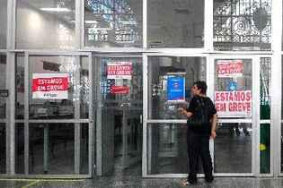 A partir da zero hora desta quinta-feira, os bancários de todo o Brasil começam uma greve. Foto: Júlio Jacobina/DP/D.A Press/Arquivo
