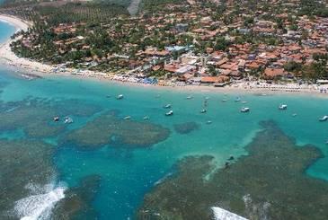 A praia de Porto de Galinhas, no litoral sul de Pernambuco, é um dos pontos turísticos mais famosos do Brasil. Crédito: Julio Jacobina/DP/D.A Press.