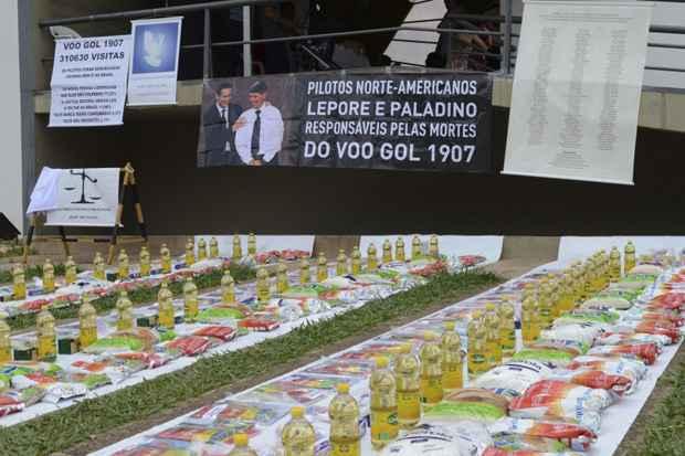 Os sete anos da morte de 154 pessoas no acidente com o voo 1907 da Gol provocado por um Legacy pilotado por dois norte-americanos foram lembrados neste domingo, em missa para homenagear as vítimas, na Igreja Rainha da Paz. Foto: Antônio Cruz/ABr
