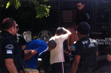 Suspeitos foram detidos nos bairros de Peixinhos e Vila Popular, em Olinda. Foto: Polícia Civil/ Divulgação