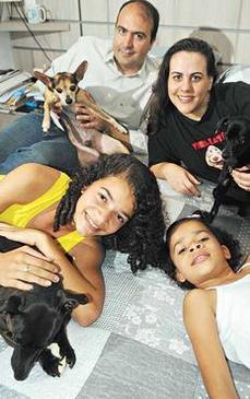 Daniel, Noemi, Ana Gabriela, Ana Carolina e seus xodós. Crédito: Geyson Lenin Esp. CB/D.A Press