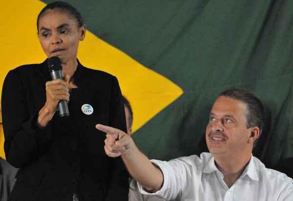 Evitando confirmar a formação da chapa, Campos e Marina limitaram-se a oficializar a filiação de ex-senadora . Foto: Breno Fortes/CB/D.A Press