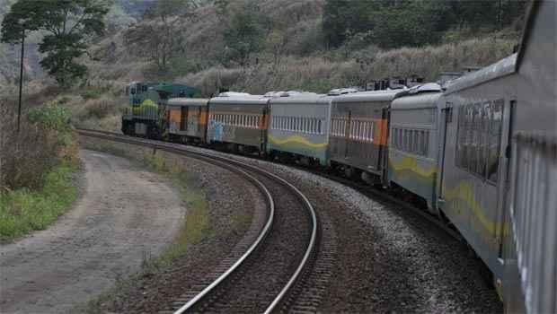 Locomotiva puxa composição da Vitória-Minas. Experiência pode ser levada para novas ferrovias que vão ser implantadas nos próximos anos (Juarez Rodrigues/EM/D.A.Press)