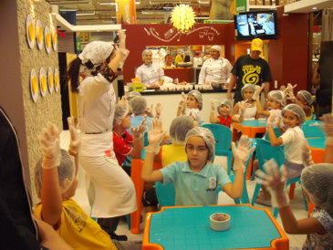 Dia das crianças com atividades para todos os gostos. Oficina de Cupcakes é uma das opções. (Home Center Ferreira Costa / Divulgação)