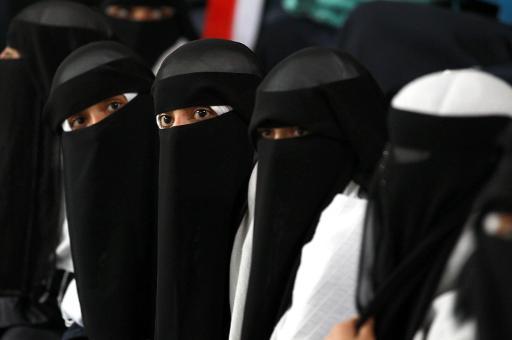 Iemenitas de 15 anos conhecidas como