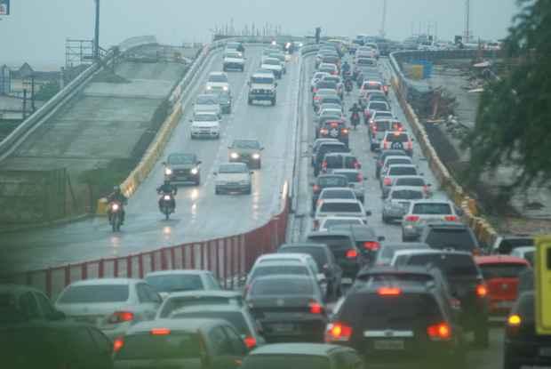 Região Metropolitana do Recife apresenta o quarto pior tempo de deslocamento no trânsito entre as capitais brasileiras. Foto: Marcelo Soares/Esp. DP/D.A Press
