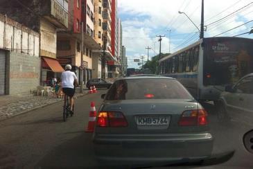 Congestionamento na rua da Aurora, nas proximidades do Cinema São Luiz. Foto: Wagner Oliveira/DP/D.A Press