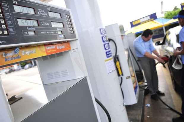 Governo deve anunciar na próxima segunda-feira (25) um aumento de cerca de 5% no preço da gasolina a partir de dezembro. Foto: Ed Alves/CB/D.A Press/Arquivo